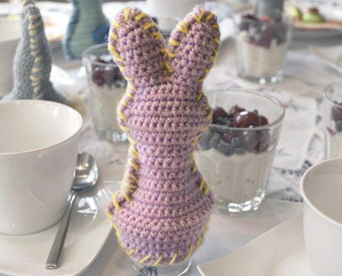Gehäkelte Hasen als Eierwärmer schnell und einfach zu Ostern