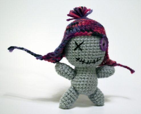 Gehäkelte Voodoopuppe: der gruselige Kuschelfreund