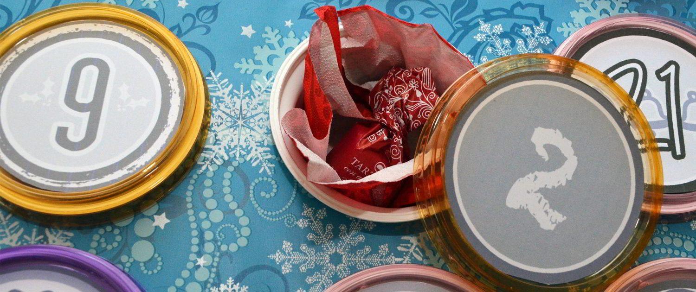 Ein selbst gemachter Adventskalender aus Joghurtbechern und Pappe