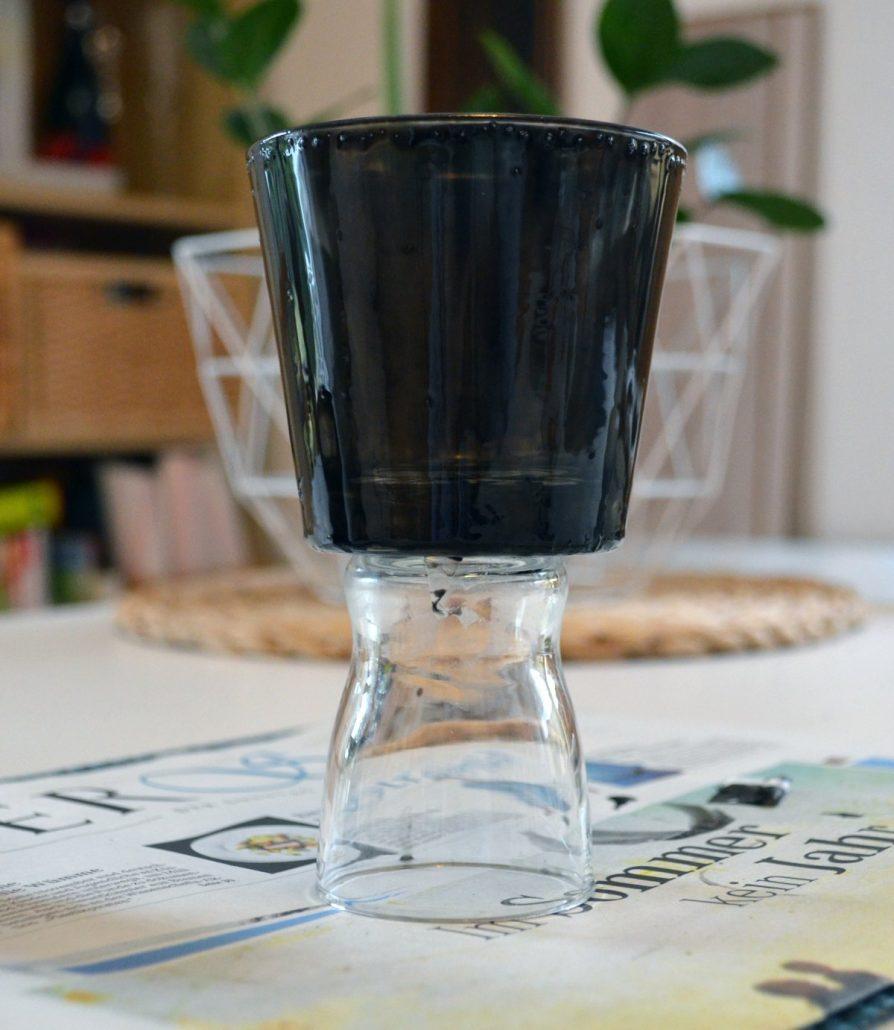 Teelicht in matt und metallic - Votivlicht aus alten Gläsern selber machenTeelicht in matt und metallic - Votivlicht aus alten Gläsern selber machen