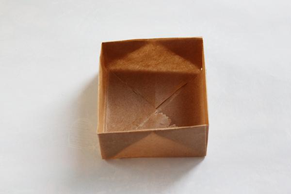 Ein Kästchen aus Backpapier für Kekse